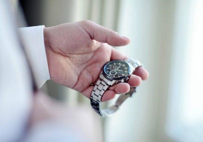 wymiana baterii w zegarku